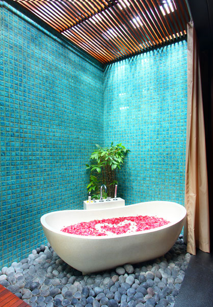 mahagiri-villa-spa-bathtub_big
