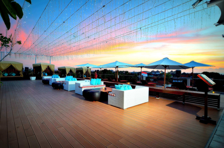 Sky_Deck_at_Rooftop_1