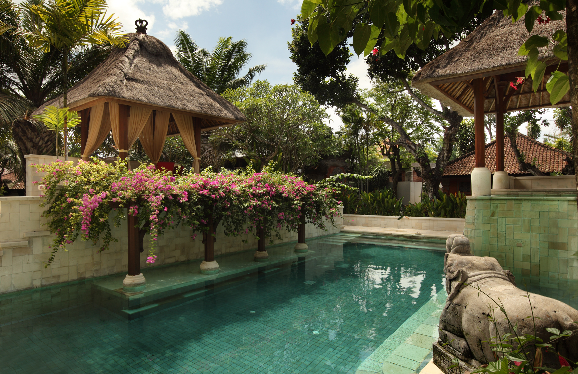 garden-pool-middle1-l