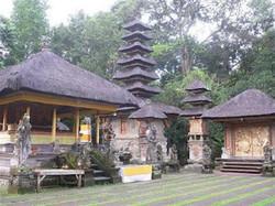 The-temple-of-Pura-Gunung-Lebah-in-Campuhan.jpg