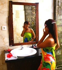 deluxe room bathroom (with