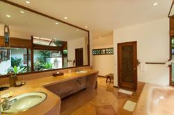 Garden-Sea-View-Bathroom