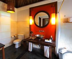 Garden-Villa-Bathroom-1024x842