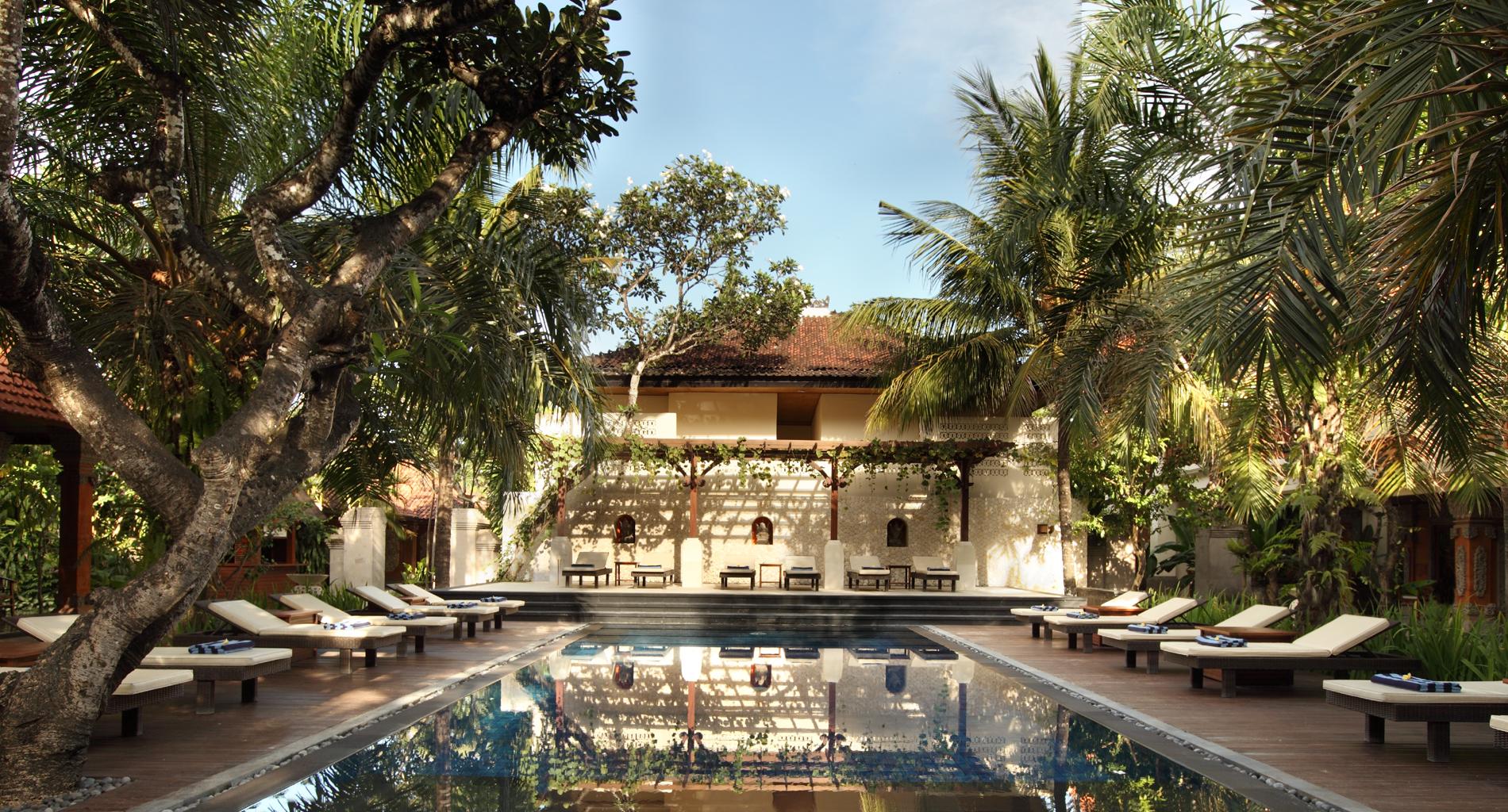 garden-pool-back2-l