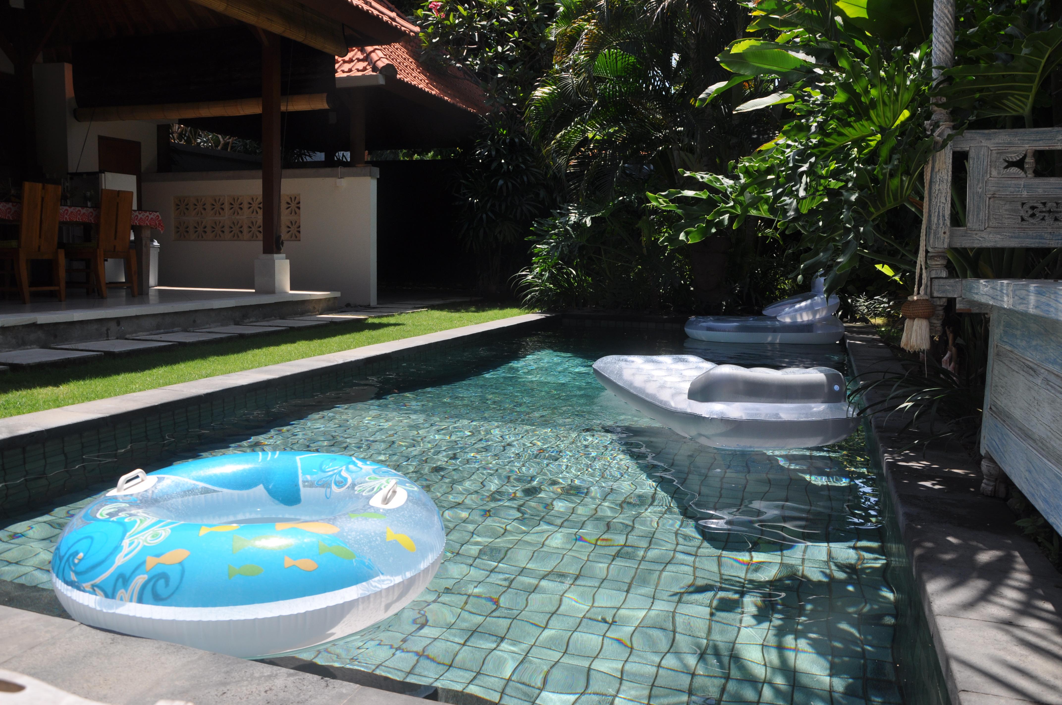 Pool area (16)