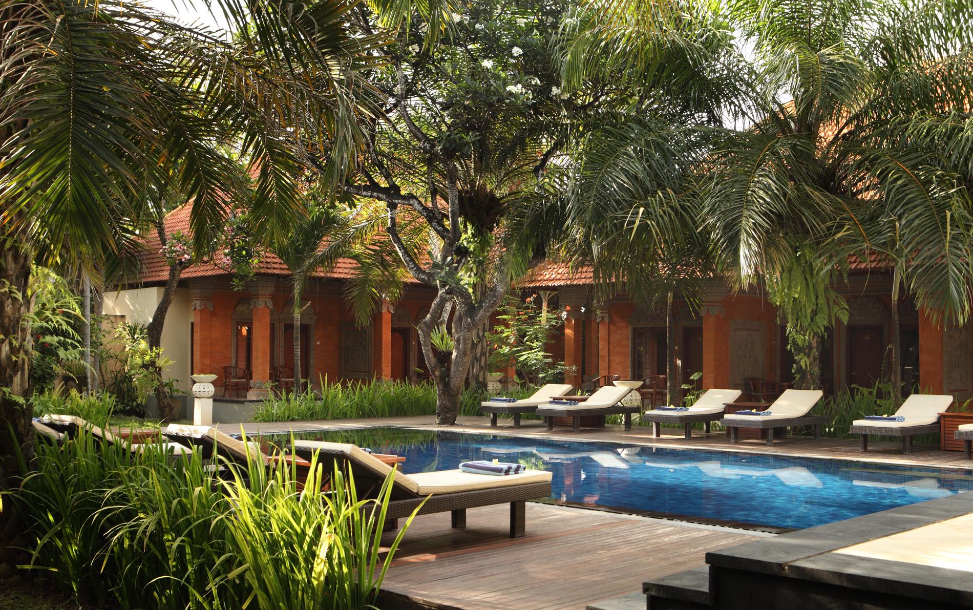 garden-pool-back1-l