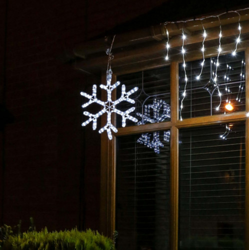 This low voltage rope light snowflake motif is part of our cutting edge connectgo range which boasts impressive versatility in its interchangeable power