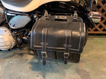 スポーツスターレンタル 装備サイドバッグ