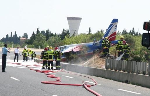 (25/07) L' Athos n°2 de la Patrouille de France en crash sur l' aéroport de Perpignan