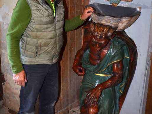 (26/03) Rennes le Château: la nouvelle tête de la statue profanée d' Asmodée  présentée au public.
