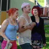 Vuosi 2012 oli juhlavuosi: Olihan teatterimme toiminut Halkeenkivessä jo 10 vuotta. Sen kunniaksi esitimmekin uuden tulkinnan nykymuotoisen teatterimme ensimmäisestä kappaleesta Maksettu Rakkaus. Näytelmä nauratti kaikkiaan noin 1500 katsojaa.