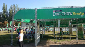 STAND DOG SHOW PERROTON