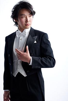 Takaki KURIHARA_Baritone_栗原峻希.jpg