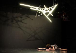 רקדן על הבמה תכנית ו