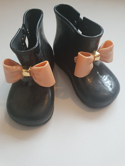 Bow wellies