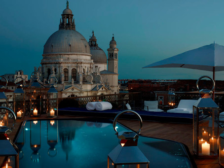 Mood lighting in the moonlight: the top 5 resorts for romantic lighting this Valentines