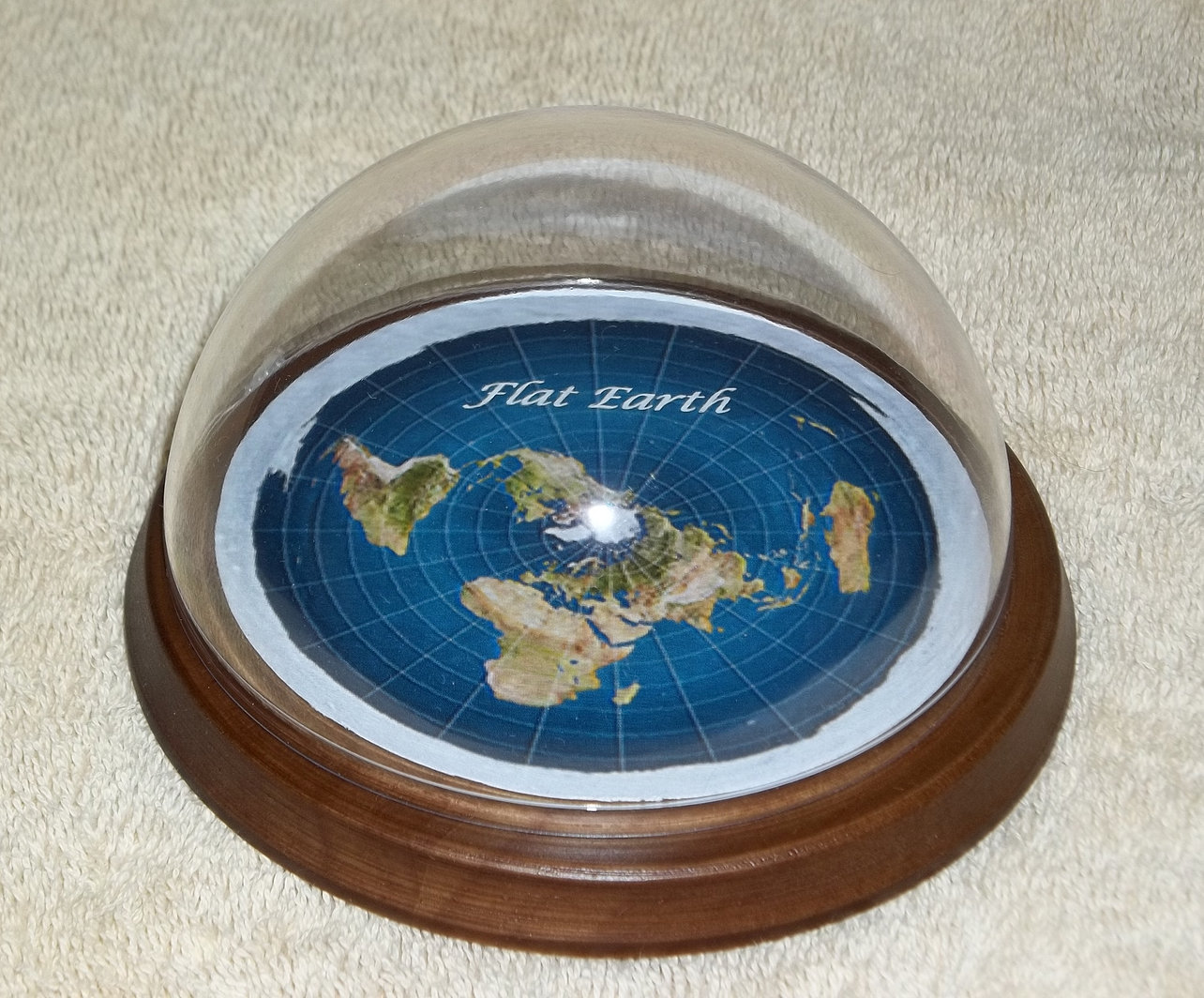 Flat earth map dome display model clear plastic base for Model flat pictures