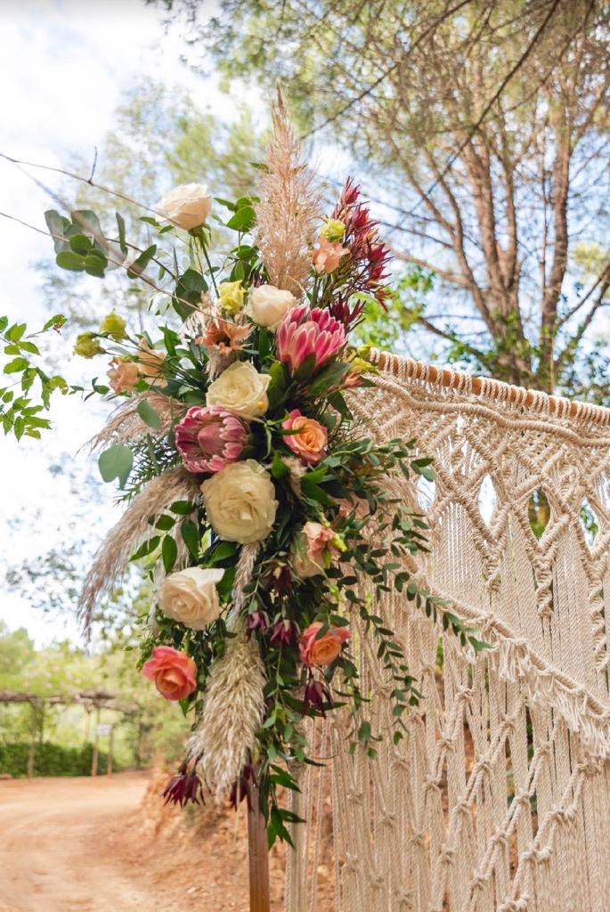 Macrame curtain and protea flowers for a wedding ceremony