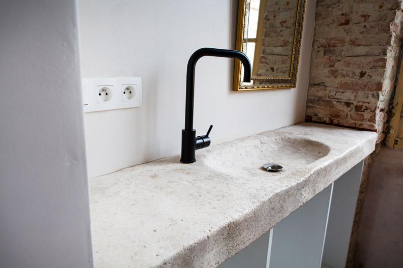 Vasque en pierre de Dordogne