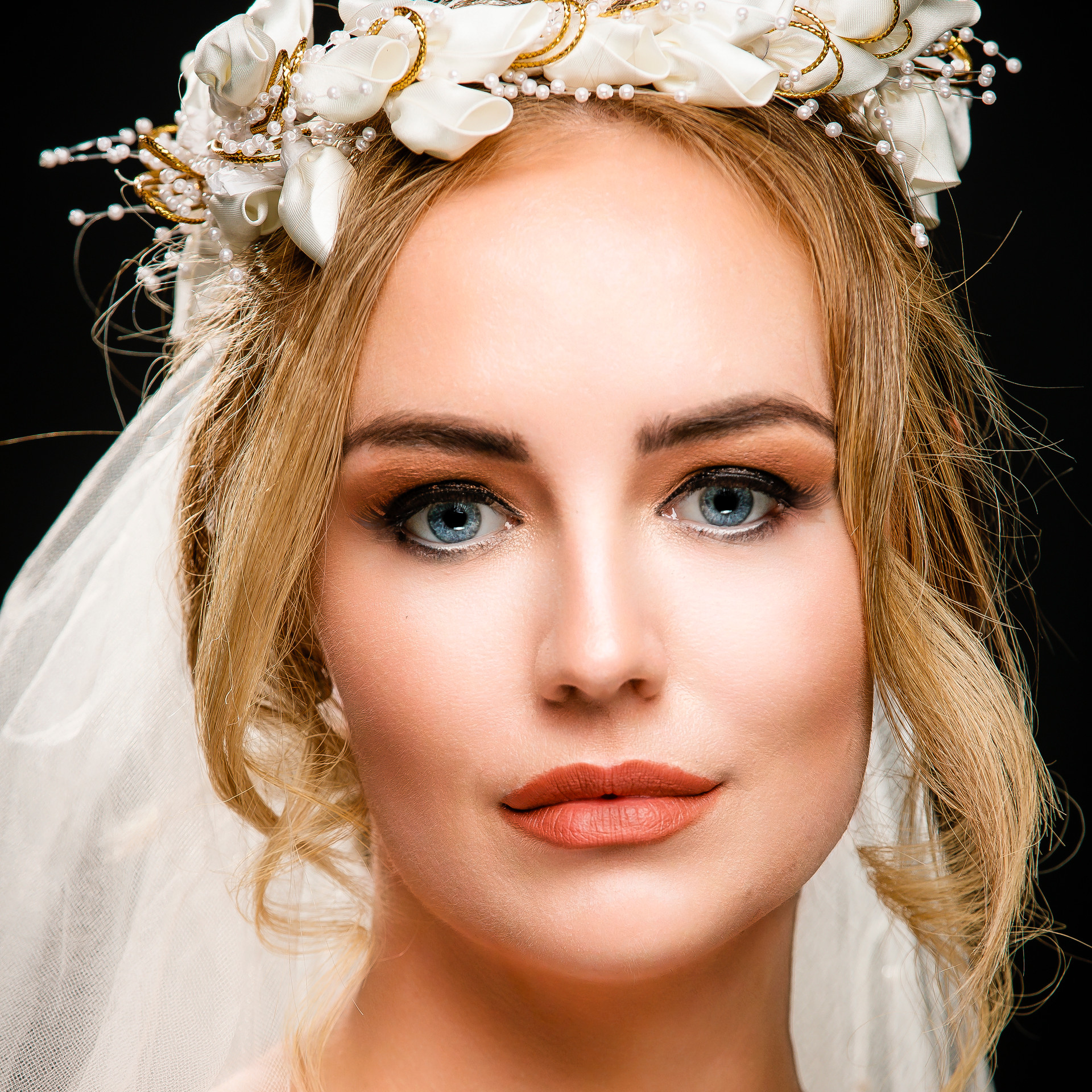 Beautiful bride in wedding photos