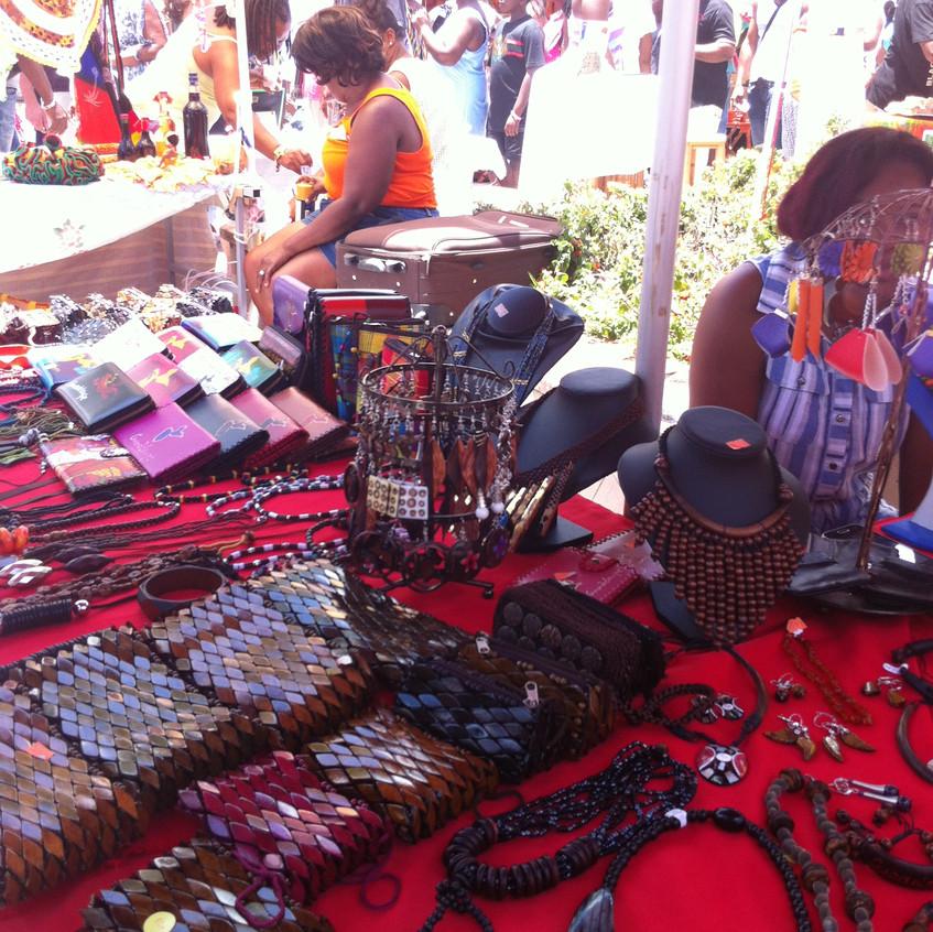Stand - Bijoux et Maroquinerie artisanaux