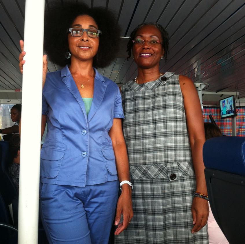 Guylaine_PIOCHE_et_Patricia_POMPILIUS_dans_le_bateau_pour_La_Désirade