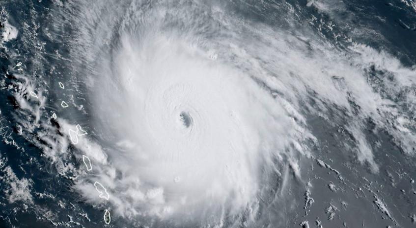 Ouragan_IRMA_à_l'approche_de_l'arc_antillais
