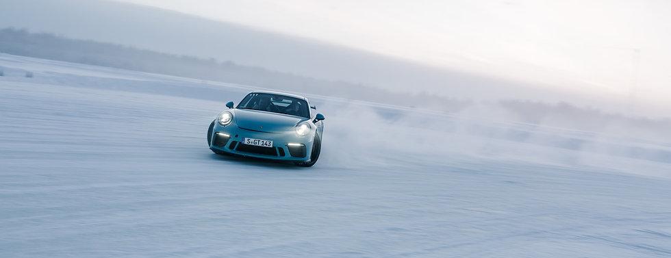 winter-beating-sports-cars-139619_1.jpg