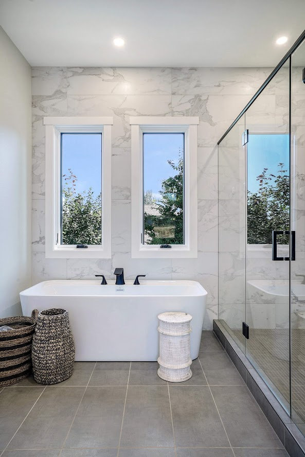 Free standing tub Photo By Matthew Witsc