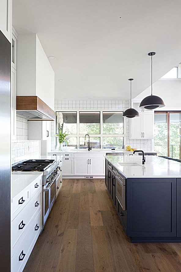 WHITE KITCHEN HALE NAVY ISLAND DESIGN BY