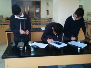 Prácticas en el laboratorio de nuestros alumnos de 2º E.S.O.