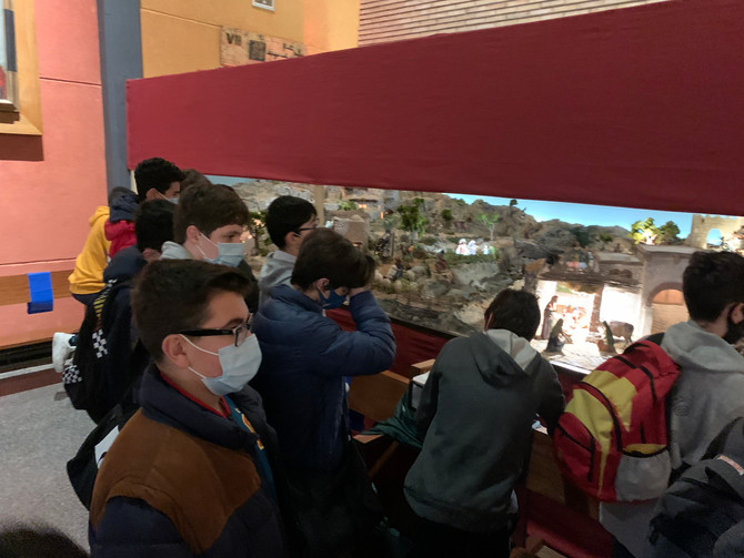 Nuestros alumnos de E.S.O. visitan el magnífico Belén de la Parroquia de San Ildefonso