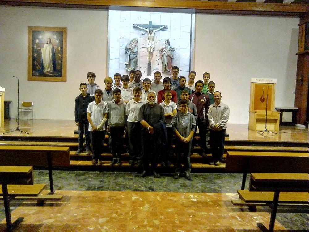 Higinio con nuestro seminaristas menores, tras la celebración de la Misa