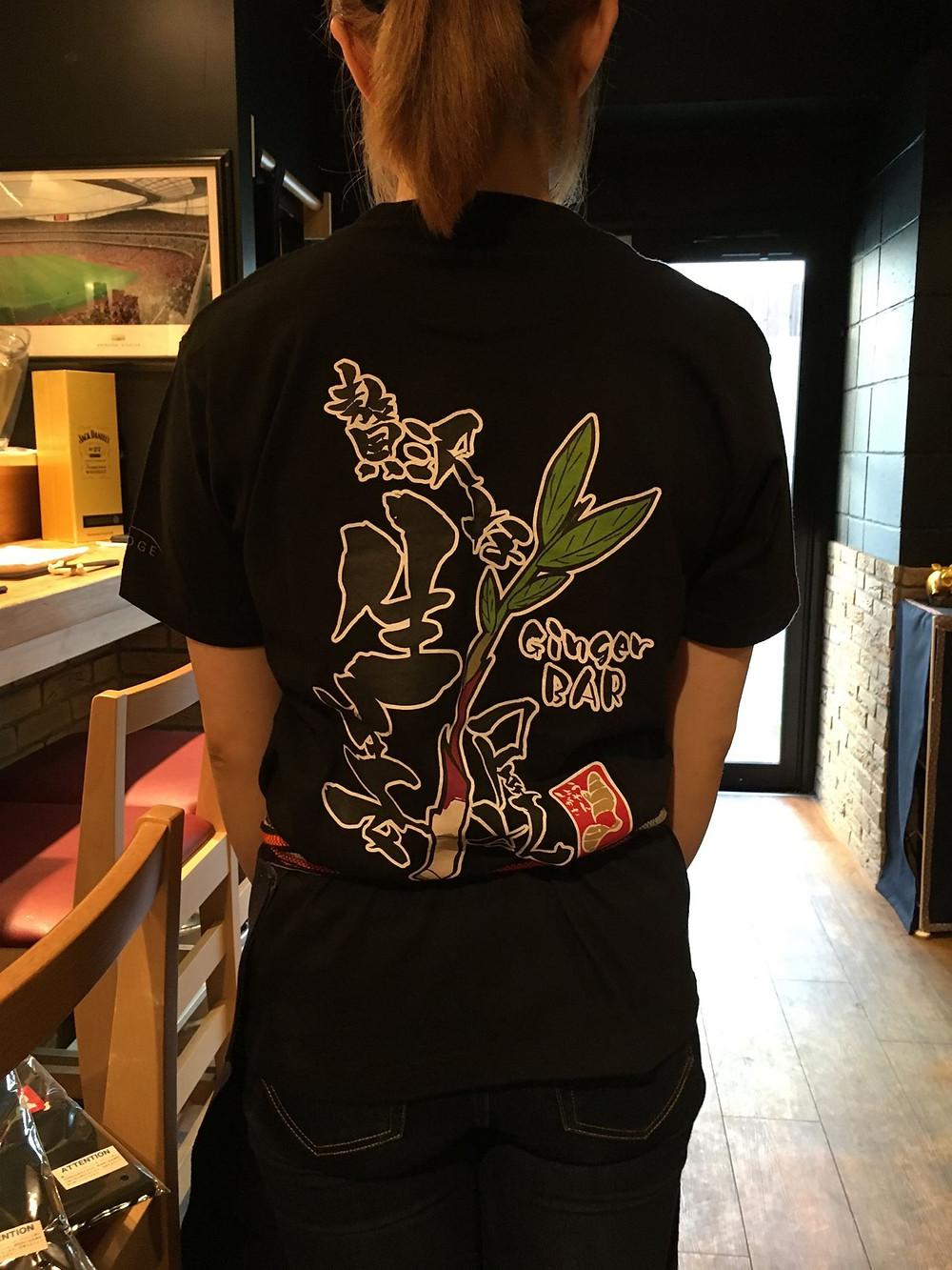 黒Tシャツ背面