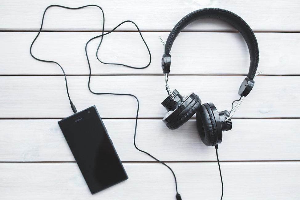 headphones-791078_1920.jpg