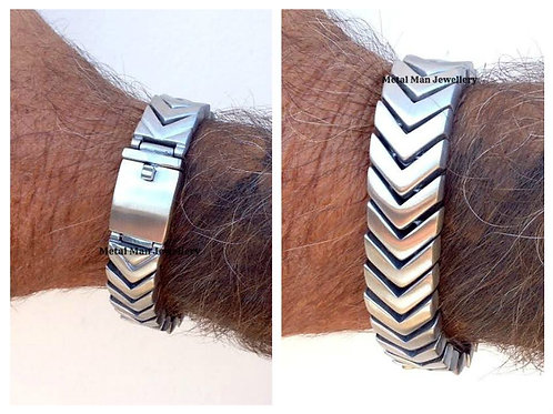 CHEV - Chevron patterned bracelet