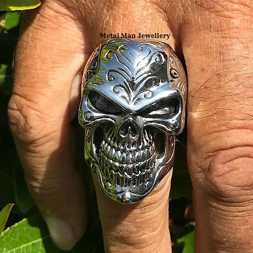 R16 - Patterned skull ring