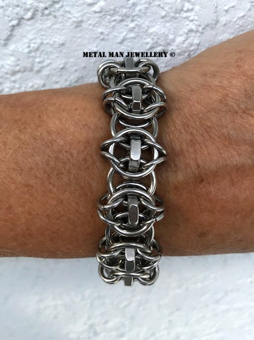 CM4 - Celtic Vision ring and half nut bracelet