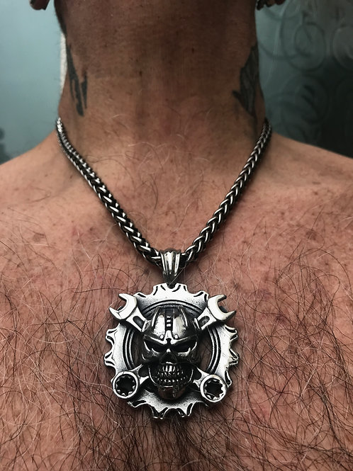 SWR1 Skull and wrench necklace