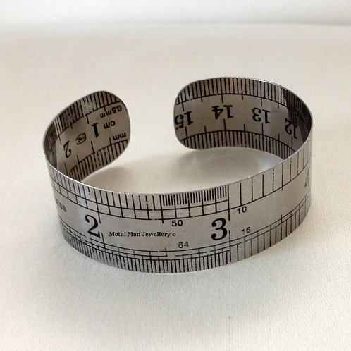 RUM - Medium width rule bangle