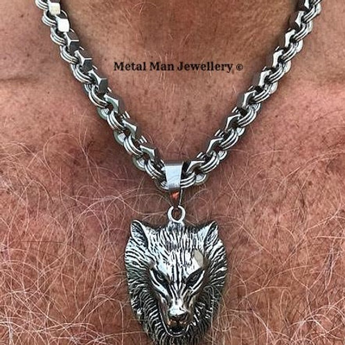 WO - Wolf head on hex nut chain