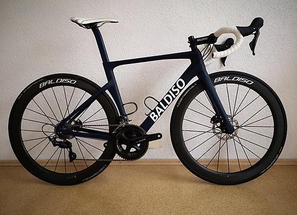 BALDISO Aero-Race Road Bike mit Shimano 105 + Carbon Laufräder