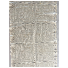 COUNTRY LACE TABLE RUNNER