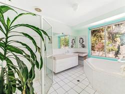 7822625_12_10 Bathroom
