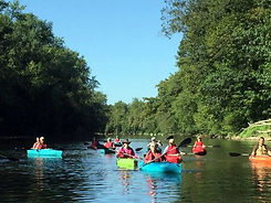 636400438824811169-Group-of-kayakers-on-