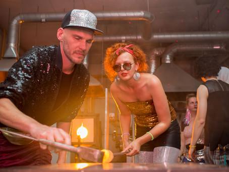 Vakarėlis pragaro mašinoje atidarė stiklo meno festivalį Vitrum Balticum