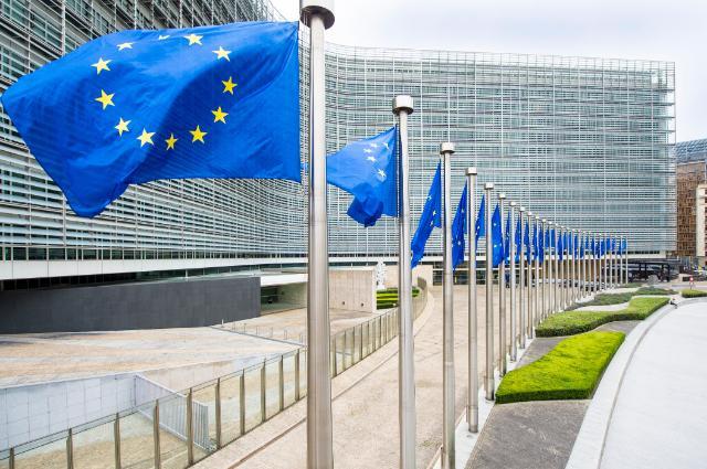 Série de drapeaux européen devant le Berlaymont à Bruxelles