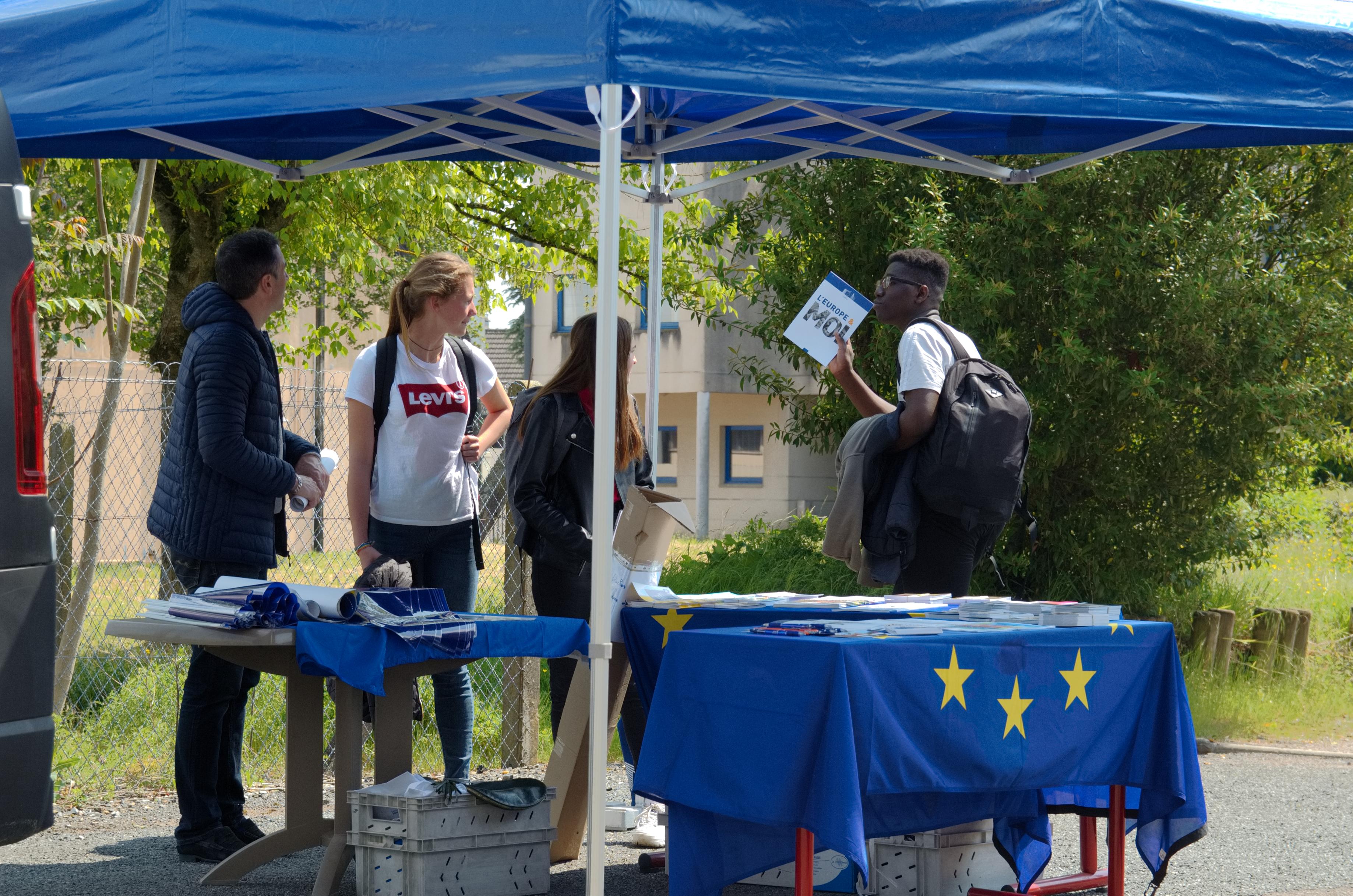 Besoin d'information sur l'UE ? Contactez-nous !