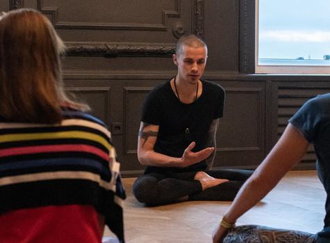Хатха йога с Антоном Ивановым: начальный курс