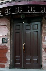 Предлагаем металлические двери с козырьком от производителя